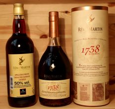 2 bottles Rémy Martin Cognac: 1. Rémy Martin 1738 Accord Royal, incl Box + 2. Rémy Martin Cognac, 50%vol, 1 Litre