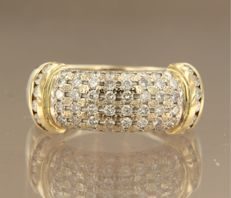 18k Gold ring with 60 brilliant cut diamonds, ring size 17.25 (54). ****NO RESERVE PRICE****
