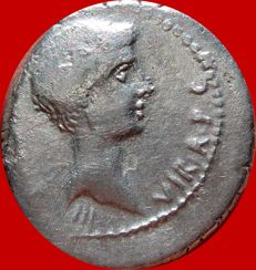 Roman Republic - Octavian with Q. Salvius. 35-34 B.C.  silver denarius (3,77 g., 20 mm), mint moving with Octavian, Q·SALVIVS IMP·COS DESIG Thunderbolt. Rare.
