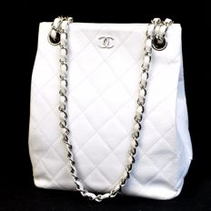 Chanel – CC double logo shoulder bag with quilted design and chain strap