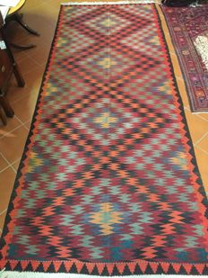 Authentic vintage Kilim Fethiye (south west Anatolia) with flat weaving and reinforced slats Dimensions: 157 x 390 cm, circa 1970s