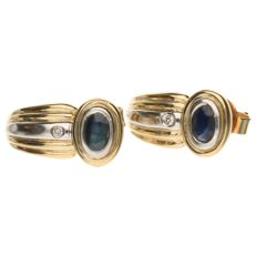 14 kt bicolour gold earrings, each set with a sapphire and a diamond, 16 mm x 8 mm