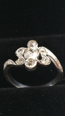 Exclusive 18 kt gold ring, rose cut centre diamond SI, colour I, 0.50 ct (5 mm) and over 0.36 ct in diamonds Low reserve price.