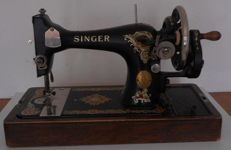 Singer 128K sewing machine with wooden cover, 1938