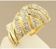 18k bicolour gold ring set with 84 brilliant cut diamonds, approx. 0.84 carat in total, ring size 18 (56)