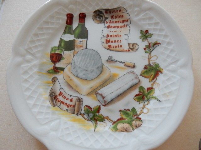 Beautiful cheese service with tray - 6 name pins - 3 Laguiole knives and 6 small cheese plates - France & Beautiful cheese service with tray - 6 name pins - 3 Laguiole knives ...