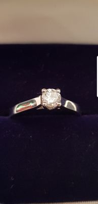 18 kt white gold ring set with 0.33 ct diamond – size 52