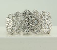 18 kt white gold ring in a fantasy model, set with 34 brilliant cut diamonds, ring size 17.5 (55).