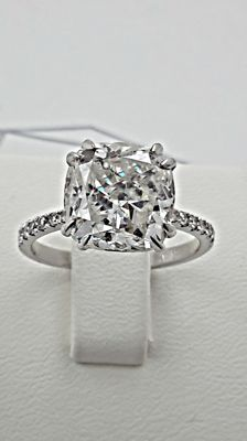 6.19 ct diamond ring made of 14 kt white gold. - size 7