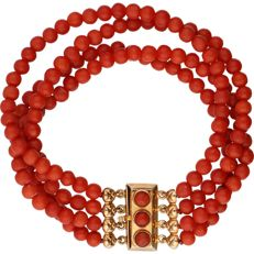 Red coral bracelet with 14k Yellow gold clasp set with red coral - Length: 18.2 cm
