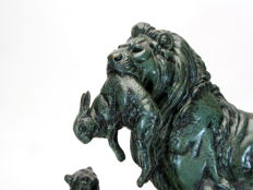 Paul-Edouard Delabrierre (1829-1912) - large bronze group 'Lion 1er Gibier' - France - late 19th century.