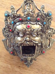 Brass Mahakala head with decorative stones, ritual water vessel – Tibet/Mongolia – 1st half 20th century