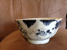 Blue and white bowl - China - Ming dynasty (1368 - 1644 AD)