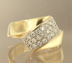 18k bicolour gold ring set with 25 brilliant cut diamonds, approx. 0.50 carat in total  ****NO RESERVE PRICE****