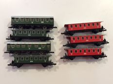 Märklin Z - 7 Passenger carriages of the DB:  3 x red and 3 x green (1423)