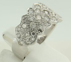 18 kt white gold ring set with 34 brilliant cut diamonds 1.35 ct, ring size 17.5 (55)