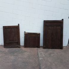 Lot of three large gates with carvings made by hand – India – Circa 1900