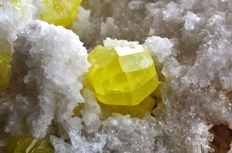 Native Sulphur crystals on matrix - 12,6 x 6,8 x 6,1cm - 485gr