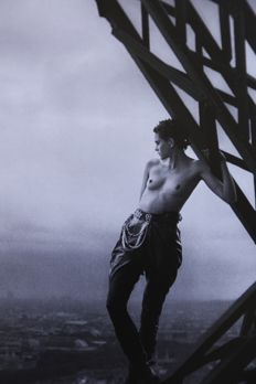 Peter Lindbergh (1944) - Mathilde - Tour Eiffel - Paris - for Rolling Stone - 1989