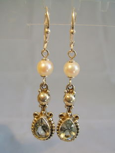 Earrings with verified blue topazes, approx. 3 ct in total and Akoya pearls