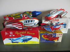 India/Ne-Kur, Turkey/STF, China - Length 18-27 cm - lot with 4 tin space vehicles with friction motor, 70s/90s
