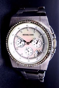 Michael Kors Mother of Pearl - Lady's Timepiece *** No Reserve Price ***