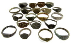 Fine selection of 20 intact and decorated Ancient Roman and Medieval bronze wearable rings - 17 - 22 mm (20)