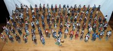 Very nice unique collection of 100 pewter cavalry soldiers of the Napoleonic wars including all reference books. Collectors item!