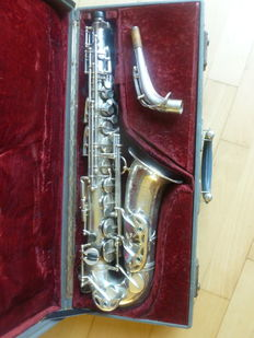 Selmer Balanced Action alto saxophone, no. 32.982 from 1946, silver-plated, engraved