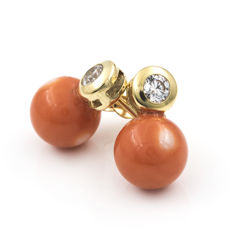 18 kt yellow gold – Earrings –Pacific coral – Earring height: 12.60 mm
