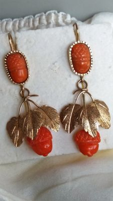 9k gold Earrings with coral in the shape of pineapple