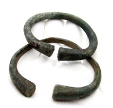 Pair of Ancient  Bronze Age Bracelets - 59-65 mm (2)