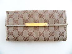 Gucci bi-sided bi-fold clutch -*No Reserve Price!*