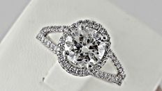 1.69 Ct round diamond ring made of 14 kt white gold - size 6