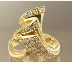 18k yellow gold ring set with 31 brilliant cut diamonds, approx. 0.76 carat in total, ring size 17.25 (54)
