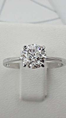 1.12 ct round diamond ring made of 14 kt white gold ***No Reserve Price***