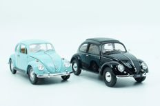 Road Tough / Welly - Scale 1/18 - Lot with 2 Volkswagen Kever - Baby Blue & Black