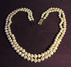 Double necklace of 'Baroque' Pearls. Length: 42/45 cm **Period: 1940/50**