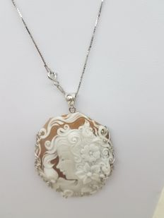 Cameo necklace from Torre del Greco, hand-engraved, unique piece in 925 silver – 50 cm