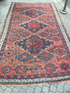 Large Antique Caucasian Soumak hand-woven embroidered rug, 195 x 335 cm.