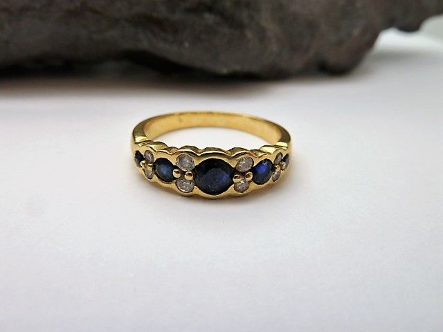 18 kt/750 Yellow gold Ring - Sapphires with Diamonds 0.24 ct - 18.2 mm