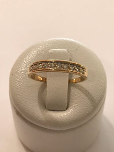 American wedding band ring in 18 kt gold and 10 Top Wesselton diamonds - 16.97 mm - No reserve price.