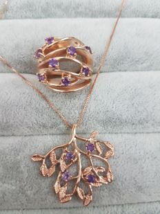 Necklace and ring in 18 kt rose gold with 1.20 ct amethysts - ring size 15