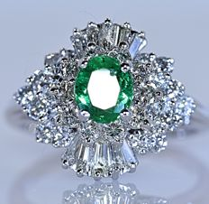 2.20 ct Colombian Emerald and Diamonds ring - No reserve price!
