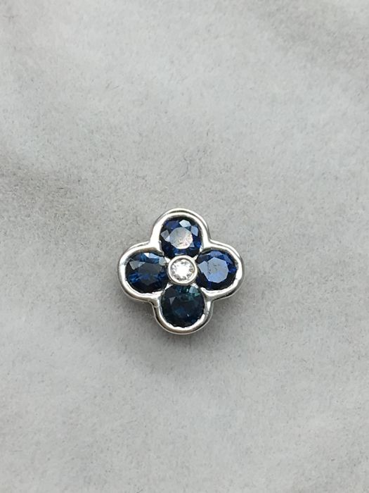"14K/585 white gold pendant ""Lucky clover "" with diamond and sapphires , weight 0.7g, size: