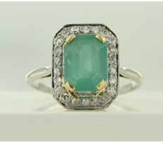 18 kt White gold ring with emerald and Bolshevik cut diamonds, approx. 0.44 carat in total, ring size 18 (56) **** NO RESERVE PRICE ****