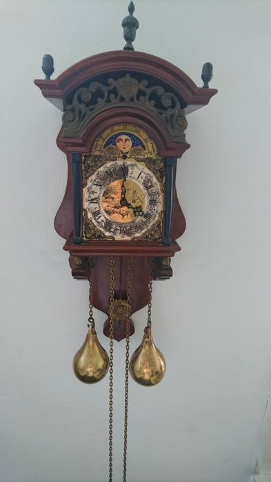 Beautiful authentic brocante walnut Frisian Kiga clock with exclusive moon phase pointer and boats