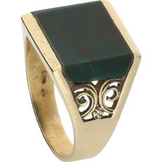 14kt - Yellow gold signet ring set with a heliotrope - Ring size: 20.75 mm
