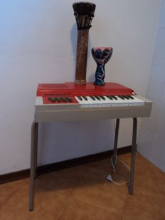Electric Bontempi organ from the 70s and 2 drums