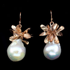Rose gold-coloured silver earrings with 18 x 15 mm Baroque Pearls